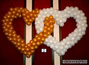 Переплетенные сердца из воздушных шаров 1